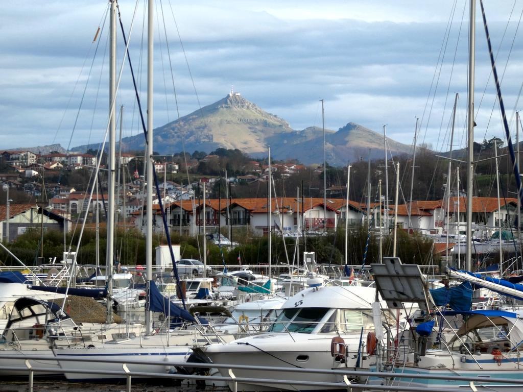 La Rhune Pays Basque vue depuis le fort de Socoa