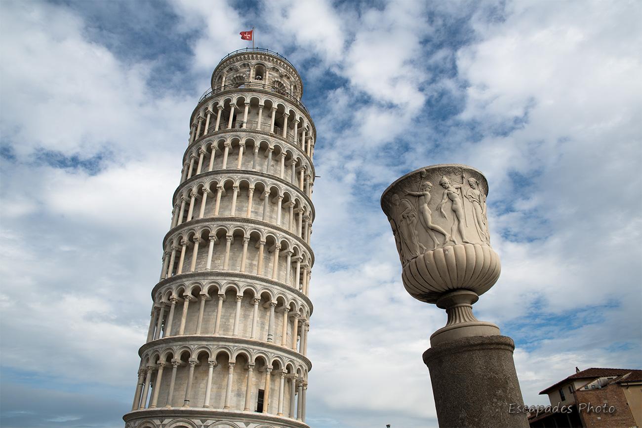 La Tour penchée de Pise défie les lois de l'équilibre