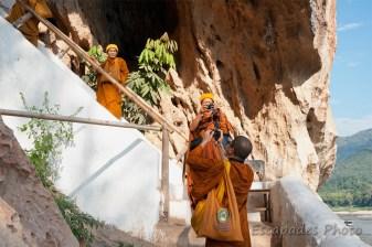 moines bouddhistes à Pak Ou