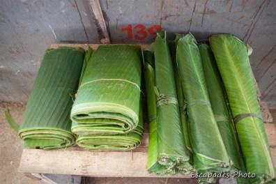 Feuilles bananier - marché Luang Namtha