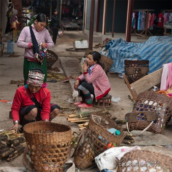 marché luang namtha : femmes akhas - cueillettes