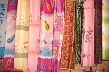 tissus -harmonie de couleurs - marché de luang namtha