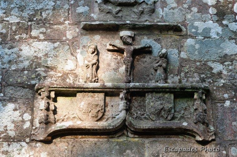 Bas relief Notre Dame de la Fosse Locuon
