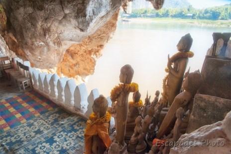 Ambiance dans la grotte de Pak Ou