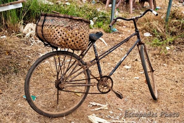 Vieux vélo rouillé à Kampong Cham