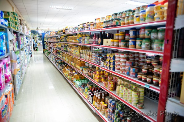Kampot, le supermarché est un défi au commerce traditionnel