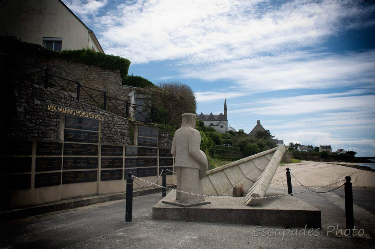 Plouhinec - mémorial des marins disparus en mer, les plaques commémoratives