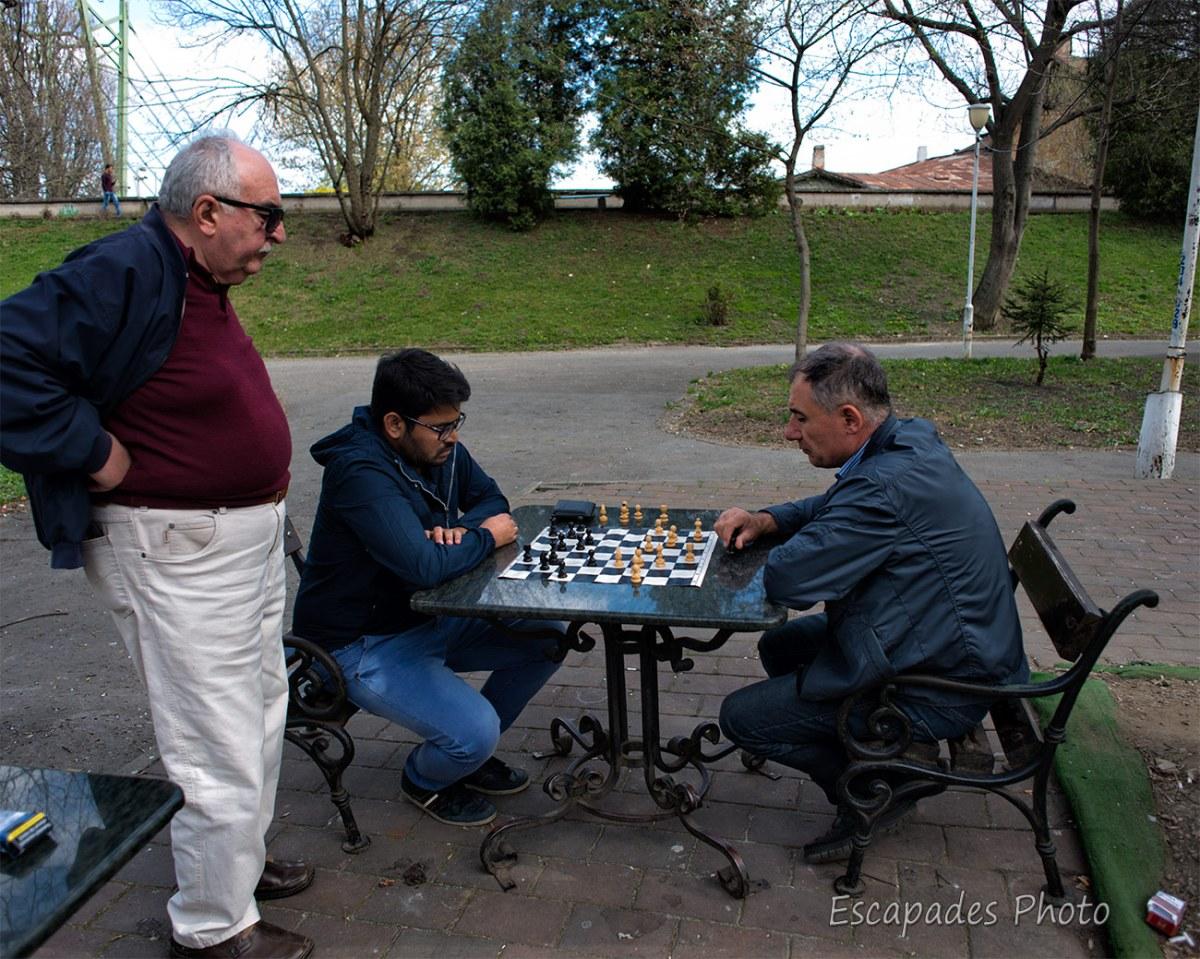 joueurs d'échecs au Parcul Copiilor d'Arad