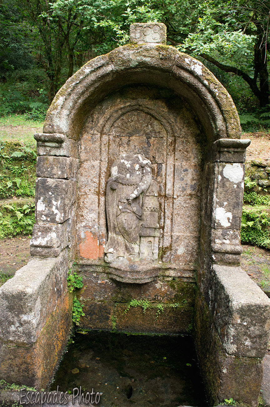 Sainte-Barbe – fontaine votive – Le Faouët