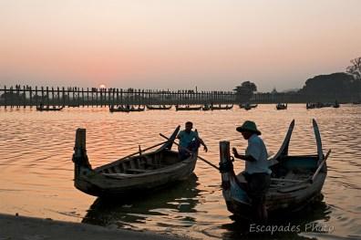 U Bein - pirogues sur le lac Taungthaman
