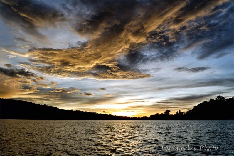 Lever du jour sur le lac Bratan