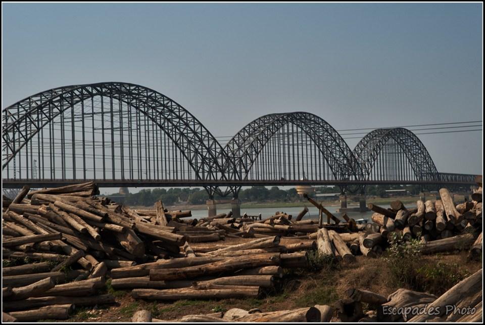 Le pont Irrawaddy ou Yadanabon à Sagaing