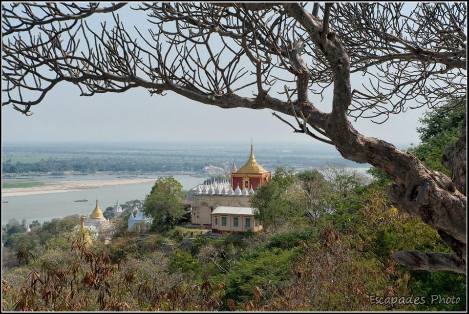 Sagaing - Un temple domine le fleuve Irrawady