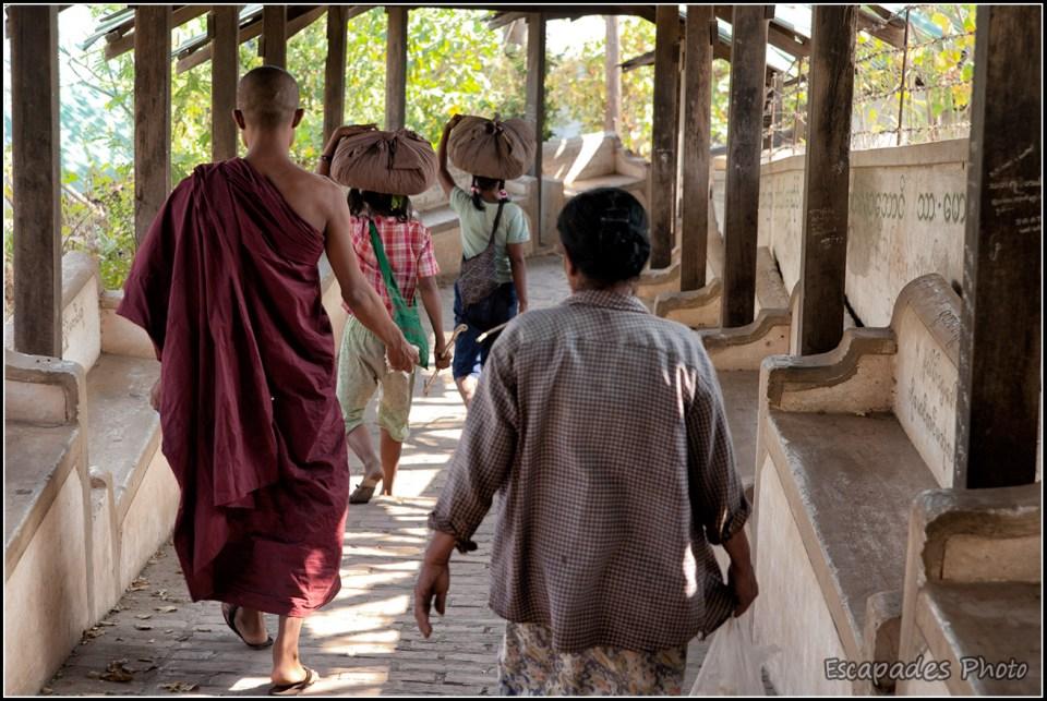 Escalier d'accès colline sacré de Sagaing
