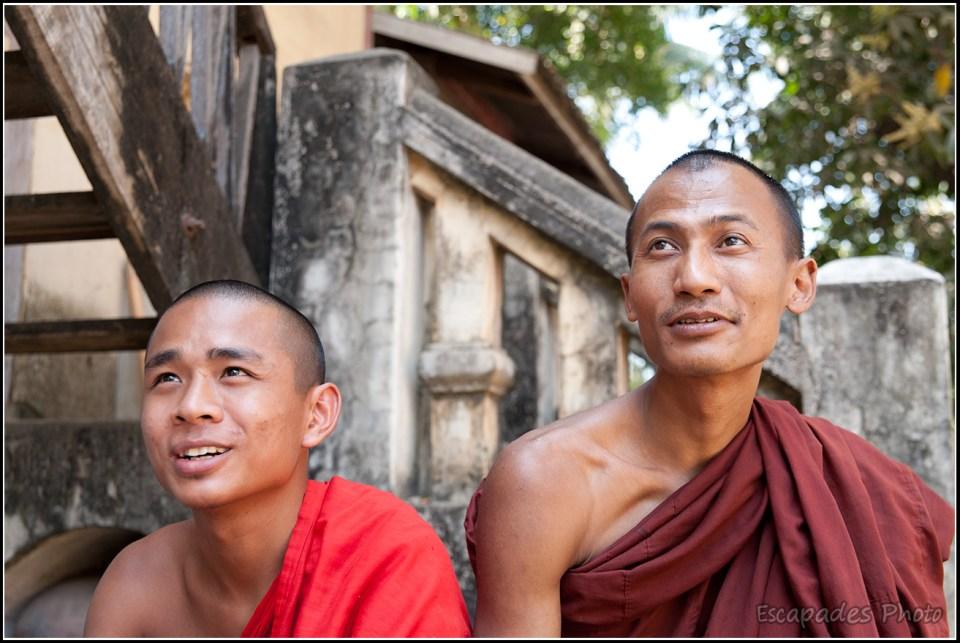 Shwenandaw Kyaung - Regards de moines