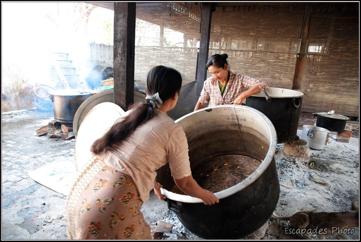 Amarapura Mahagandayon - Préparation des marmites poru la cuisson