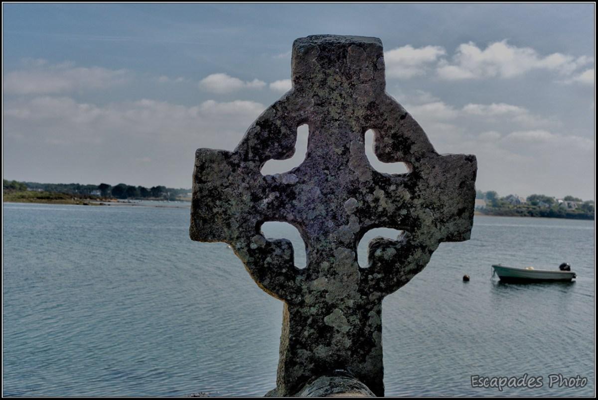 Croix celtique fontaine Saint-Cado
