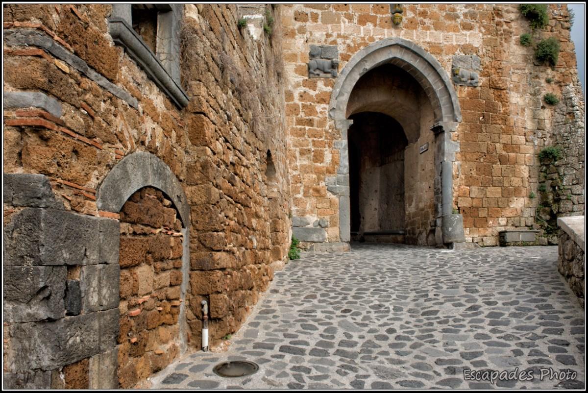 Civita di Bagnoregio - l'unique porte d'entrée de la ville