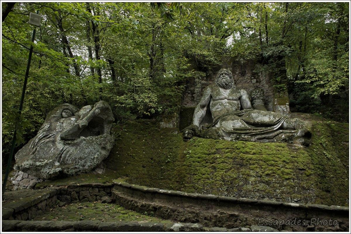 Fontaine de Neptune - parc des monstres