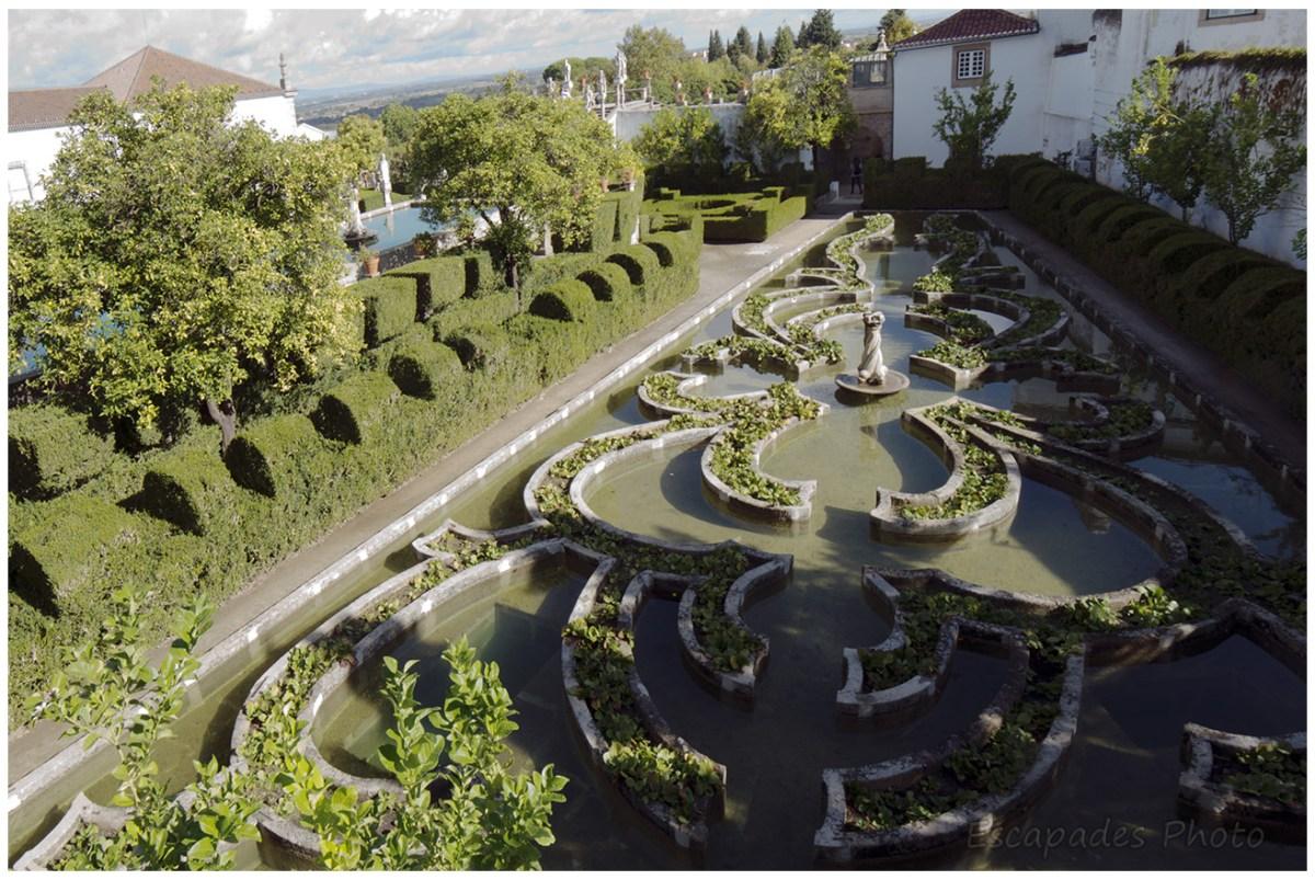 Bassin et jardin baroque au Palais Episcopal de Castelo Branco