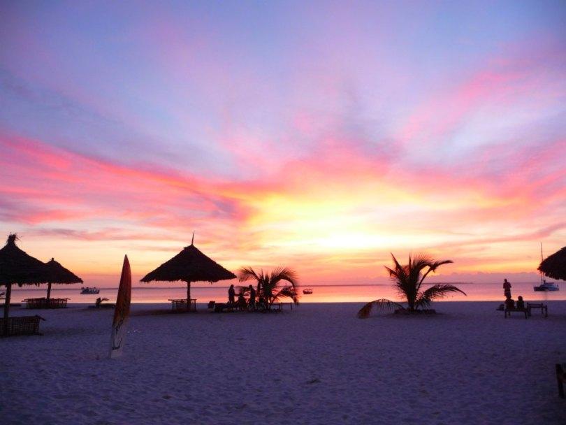 Afrika: Sonnenuntergang am Strand von Sansibar