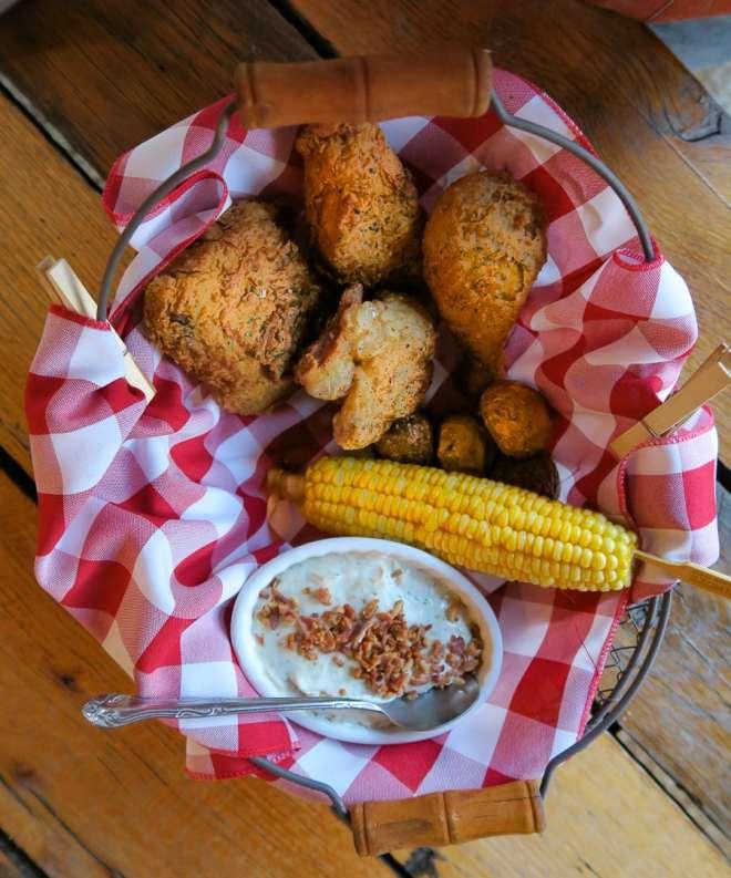 quincys-chicken-shack-2016-copyright-michael-hiller-068