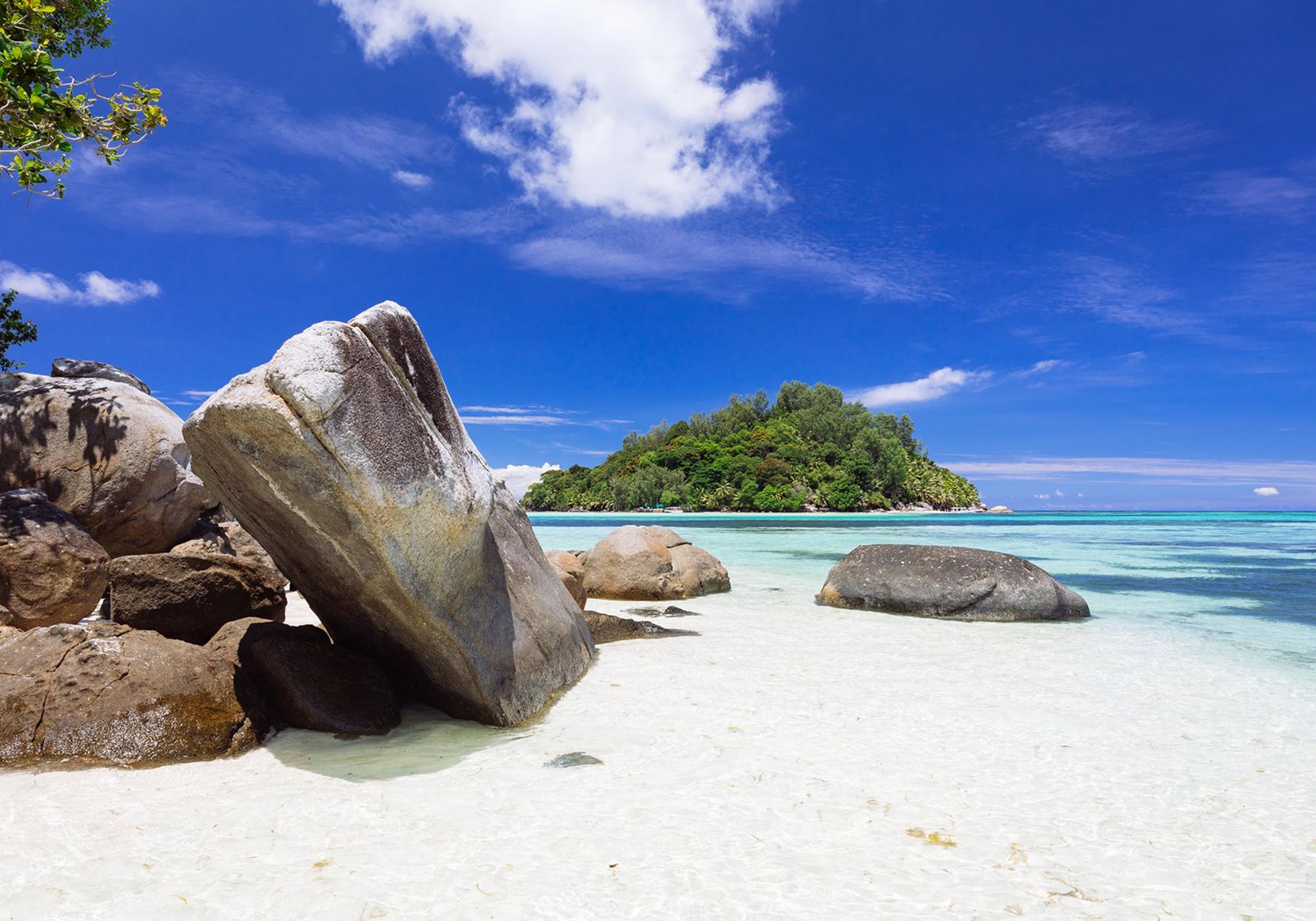 Moyenne Island from Round Island © Torsten Dickmann