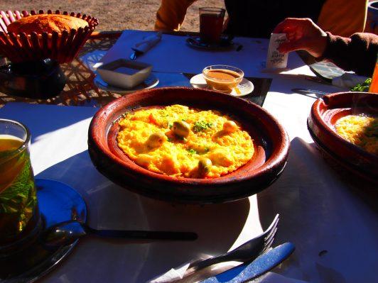 Guía a Erg Chebbi el Sahara en Marruecos Desayuno con vista al Atlas