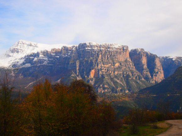 Montañas nevadas en Grecia