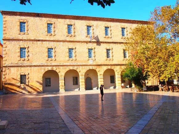 Plaza y museo historico de Nauplia