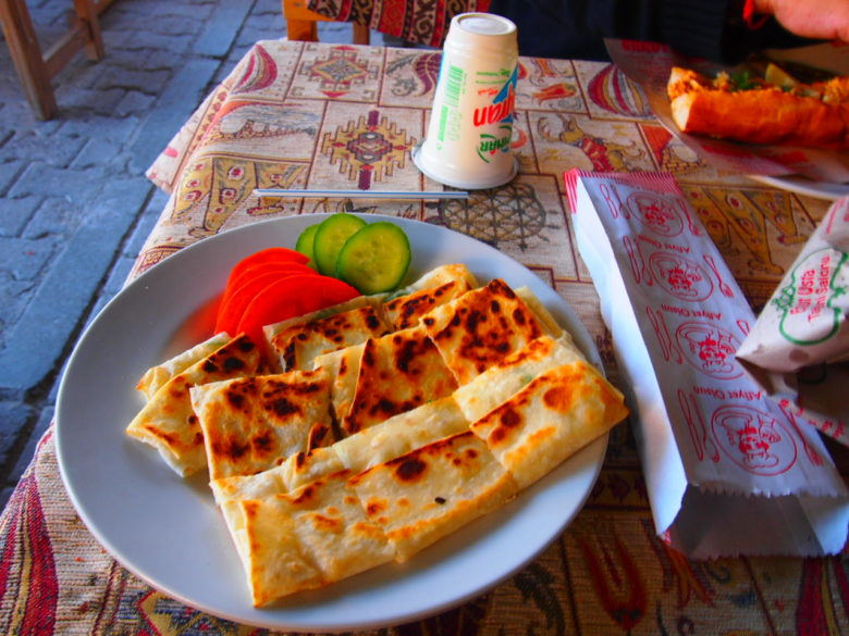 Prueba la gastronomía en Sinasos.