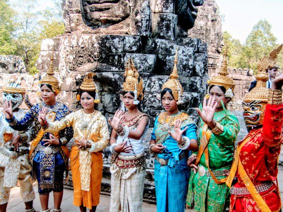 Viajar a Siem Reap y conocer los templos Angkor apsara bailarinas
