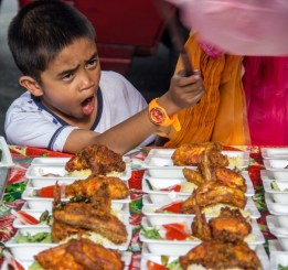 Swapping away flies is tiring...