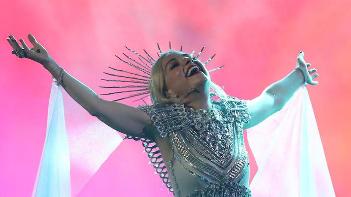 Kate Miller Heidke - Zero Gravity (Eurovision 2019 Australia Decides.jpg