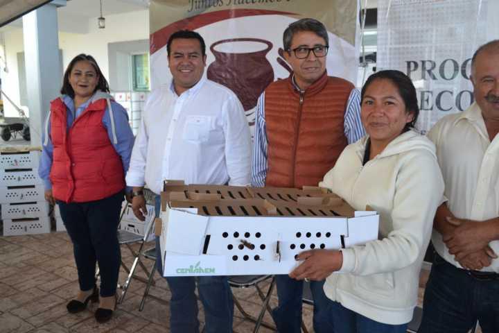 Entrega gobierno municipal de Tzompantepec paquetes PAEF de la SEFOA