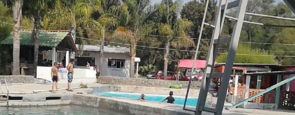 Ayuntamiento de Santa Cruz suspende balneario por incumplir medidas preventivas de COVID-19