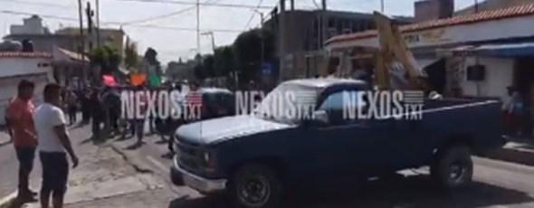Cierran habitantes de Totolac carretera Tlaxcala-San Martín; alcalde los deja plantados