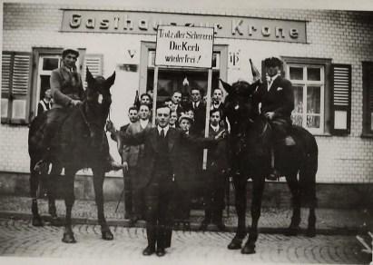Kerbegesellschaft 1936 vor Gasthaus zur Krone