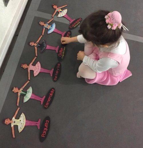 Aula de dança infantil lúdica