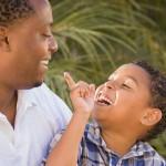 Bons pais conversam, pais brilhantes dialogam como amigos