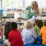 Como o processo de aprendizagem pode ser estimulado na infância?