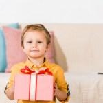 Até quando dar presente de dia das crianças para o seu filho?