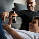 O que os pais devem fazer sobre o uso de redes sociais na adolescência?