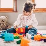 Como o ato de brincar melhora muito o desenvolvimento infantil?