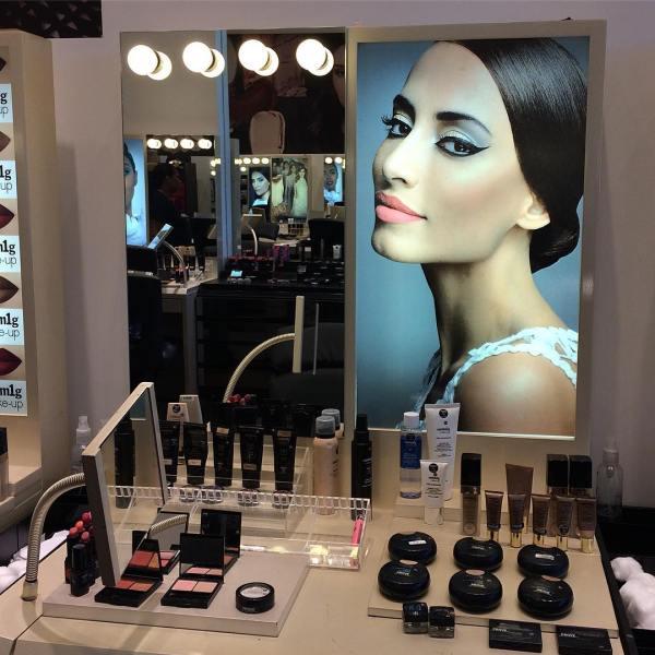 Representante de uma empresa de cosméticos