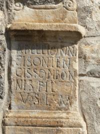 Autel votif dédié à Abellion, trouvé à Saint Aventin (Haute-Garonne). Un des dieux pyrénéens