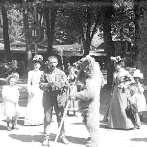 Montreur d'ours à Luchon en sept. 1900 (E. Trutat)