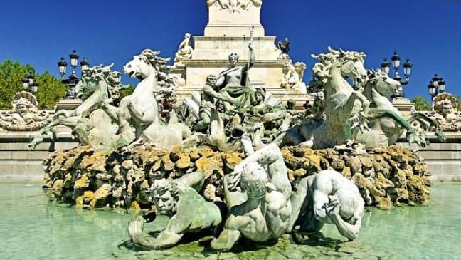 Bordeaux - Place des Quinconces - La fontaine des Girondins