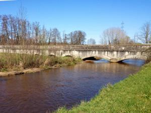 L'eau à Bordeaux - L'aqueduc du Thil franchissant sur un pont la jalle d'Eysines au Taillan-Médoc