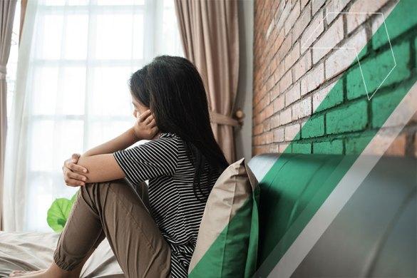 Garota sozinha e triste